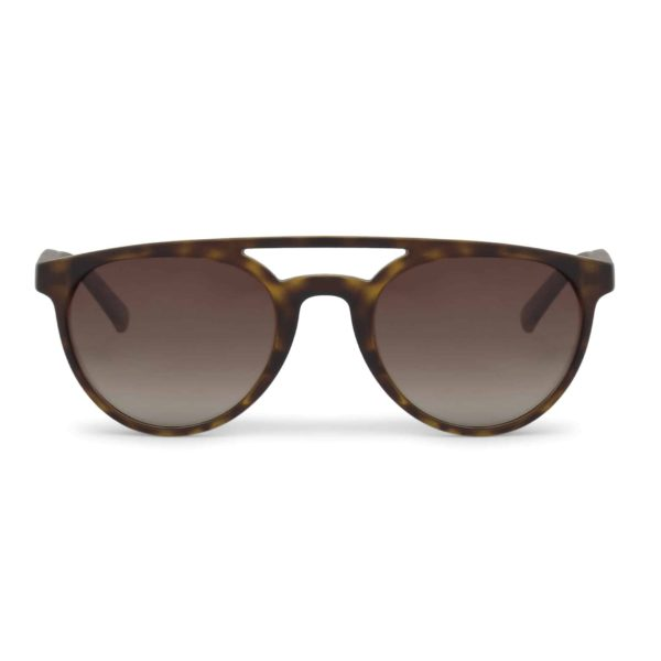 Sparco Chicane Havana Brown Sunglasses Picture1: Sparco Chicane Brown Sunglasses are light, stylish, sporty and made in Italy by Sparco, a true piece of racing fashion. It comes with polarised lenses to protect your eyes. Sparco sunglasses are simple and trendy that can complete every outfit from sporty look to everyday glamorous style.