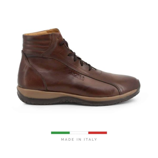 Sparco Monza-GP1 Brown Shoes Sneakers in Leather Picture1: Designed for ultimate street durability and performance, Sparco Monza-GP1 Brown Shoes is what you'd expect in a competition driving shoes. That is why these shoes/boots feature a high-quality rubber sole for maximum pedal feel and control. The non-slip sole continues up the heel's back to provide a smooth and stable pivoting point for heel-toe shifting. Comfortable shoes/boots that can be used for everyday car and motorbike driving, touring, racing, karting and even sim racing.